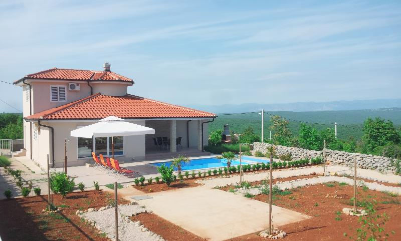 Villa Veglia Vrh, Island of Krk, Croatia, holiday rental in Merag