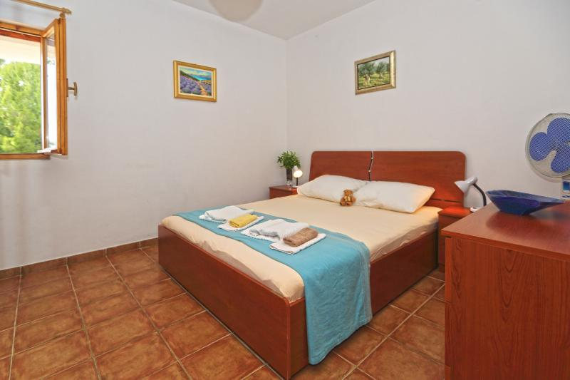Lavanda Apartment A1, holiday rental in Ivan Dolac
