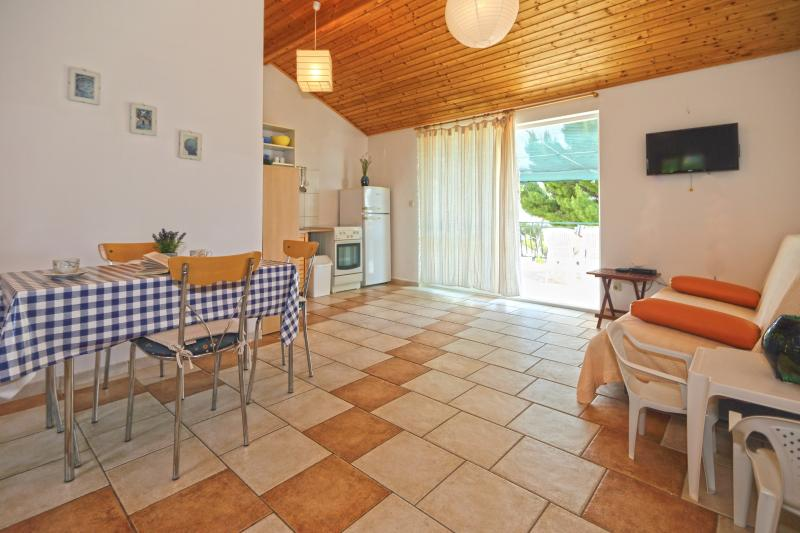 Apartment Lavanda A5 stunning view, vacation rental in Ivan Dolac