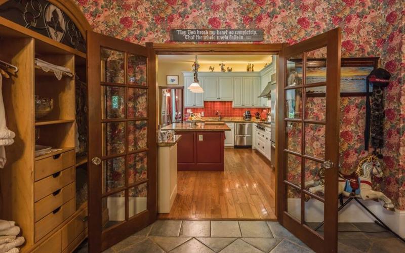 Entrance to kitchen.