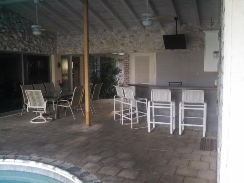 Large lanai with bar, dining table and TV