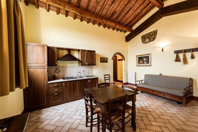 Antico Borgo Poggiarello Suite, holiday rental in Monteriggioni