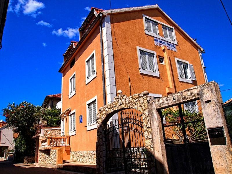 Apartment Repic (2+1)(2+2) Centar, aluguéis de temporada em Biograd na Moru
