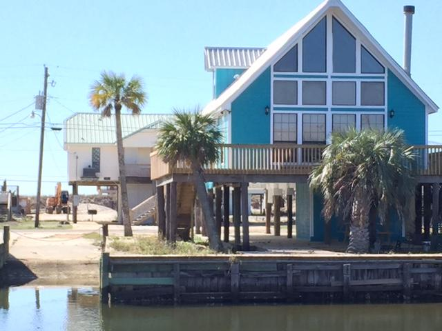 Private boat ramp.   Wide canal leads to Mississippi Sound.   Easy to enter the Gulf of Mexico.