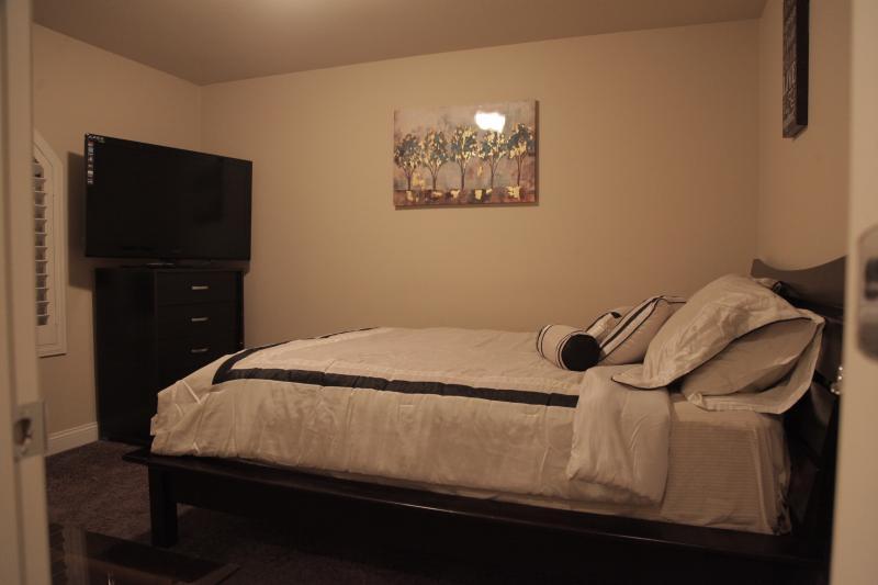 3rd Bedroom/Queen Bed
