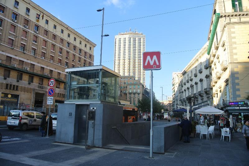 metro linea 1 piazza municipio 300 metri