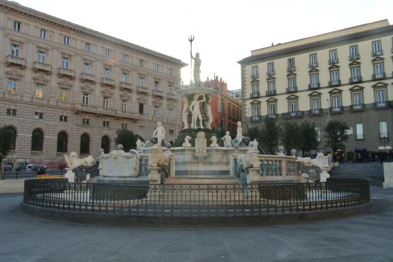 piazza municipio 5 minuti a piedi