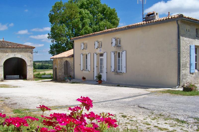 GITE DE LA PETITE BARRIERE, holiday rental in Reaux