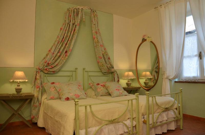 Camera Primavera: camera doppia,ovvero letto matrimoniale o 2 letti singoli