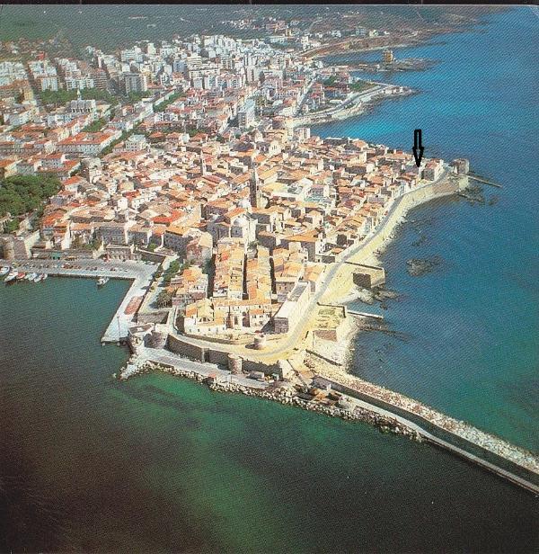 Vista aerea: la freccia indica la casa / Aerial view: the arrow shows the house