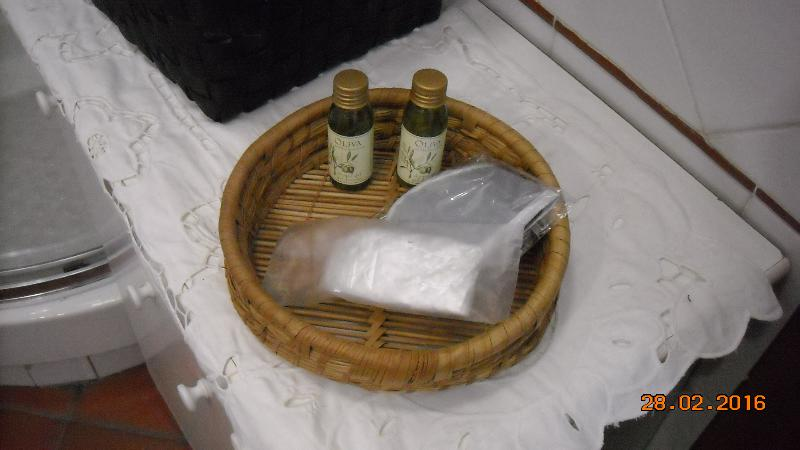 Shampoo e bagno schiuma forniti per i primi giorni. Fornito di asciuga capelli.