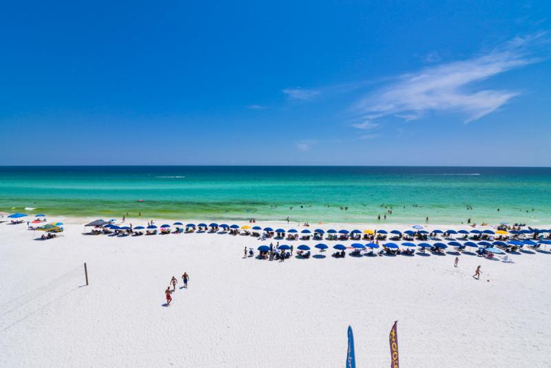 Beautiful white sands of the Gulf of Mexico