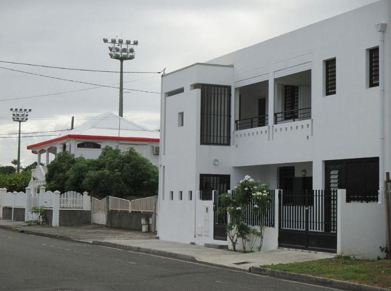 Studio dans une maison d'architecte neuve et conte, location de vacances à Port-Louis