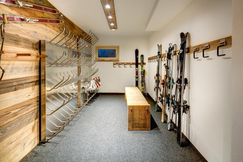 Skiroom with boot dryer