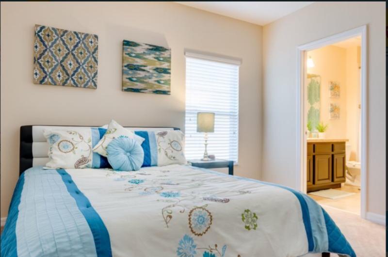 Downstairs Master Bedroom En Suite