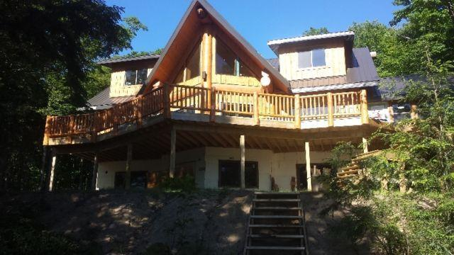 Bearhead Lodge, 6 bedrooms, sleeps 20. – semesterbostad i Restoule