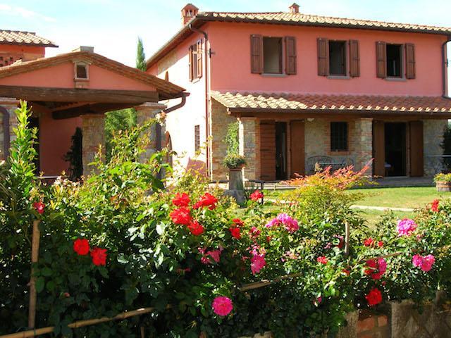 Blick auf die Villa aus dem Garten