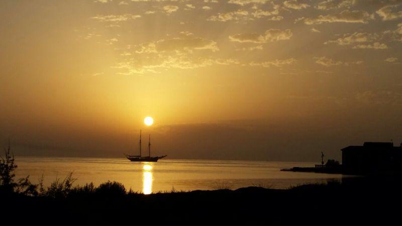 Il tramonto a mare