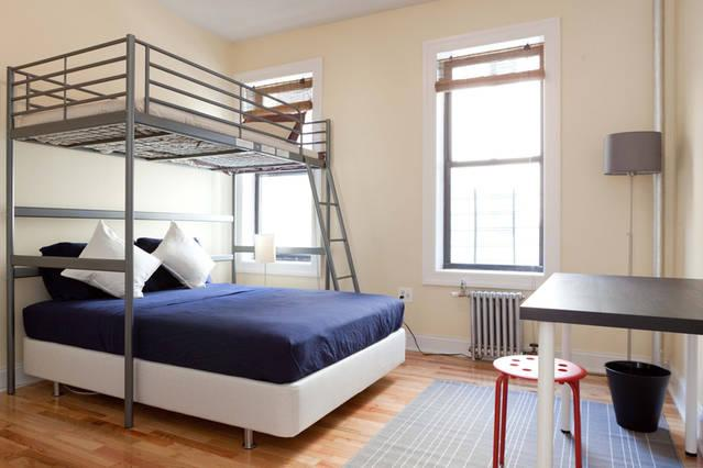 Well-Appointed, Clean, and Private Room - Full-size & Loft Beds