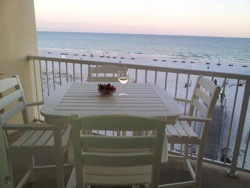 Beautiful Gulf Shores AL Beachfront Condo for Rent! Sleeps 4, alquiler de vacaciones en Gulf Shores