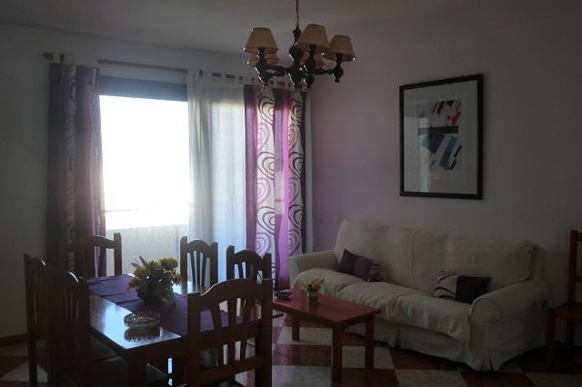 Gran piso de 4 dormitorios a solo 2 minutos de la playa, y en el mismo pueblo.Su bienestar lo mejor.