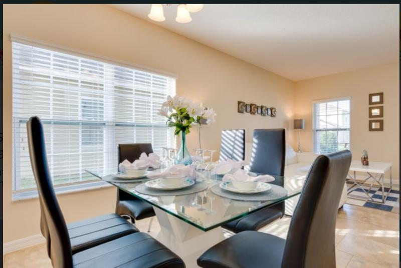 Dining Area Open Plan Lounge 2