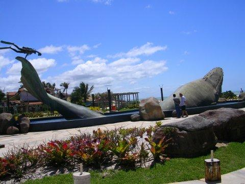 Praça da Baleia em Costa Azul