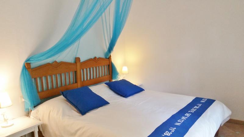 camera indipendente  con bagno privato e veranda, holiday rental in Baunei