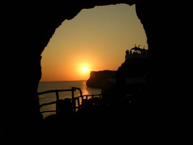 Muy cerca de la Cova de'n Xoroi.  Las mejores puestas de sol del Mediterráneo!!