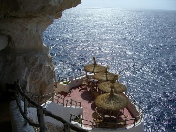 No te pierdas las tardes de Menorca (vista de Cova d'en Xoroi).
