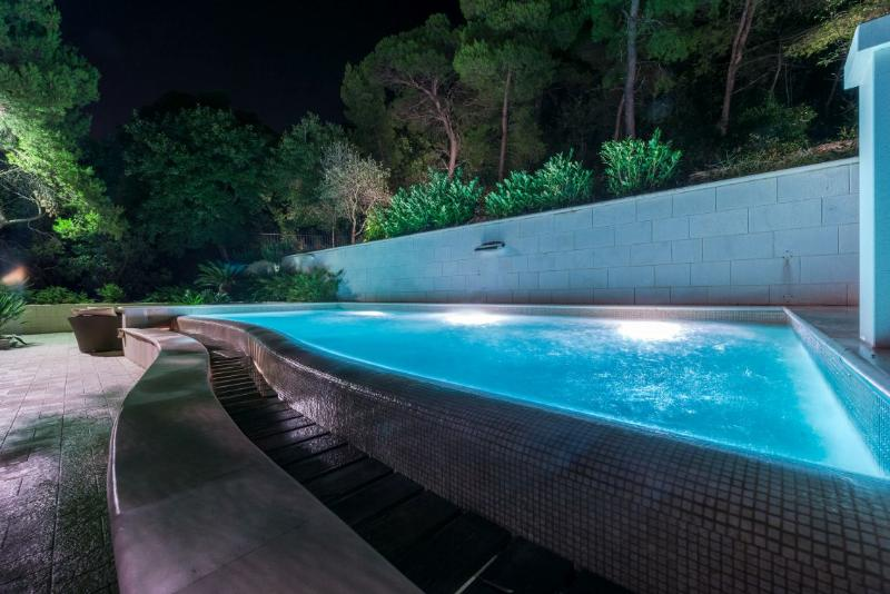 Luxury Villa Dubrovnik Queen with pool and jacuzzi near the sea and beach ideal for luxury-elite