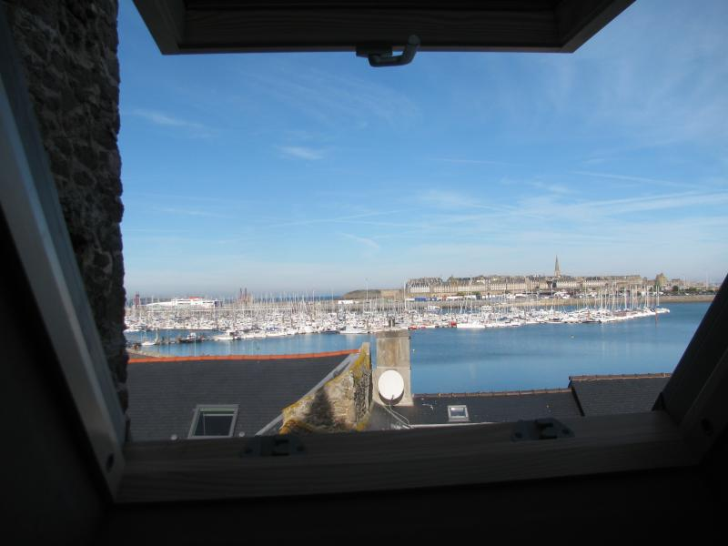 Studio vue mer ,proche commodités et vieille ville, aluguéis de temporada em Saint-Malo