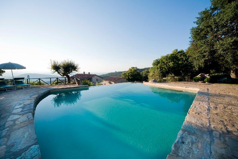 La piscina in pietra - Infinity pool
