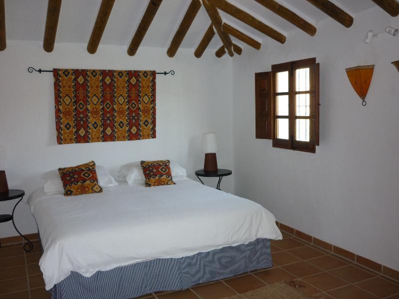 Kingsize bed in main bedroom, Casita Perdiz