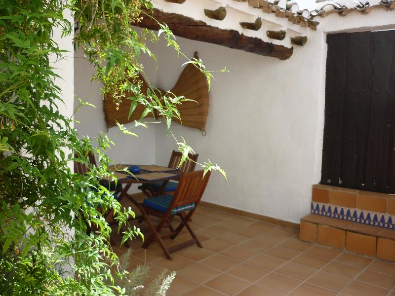 Eating and barbecuing in Casita Perdiz's private courtyard