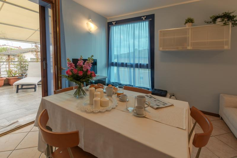 Marina's canal 2 Bedroom Apartment, next to beach, vacation rental in Porto Corsini