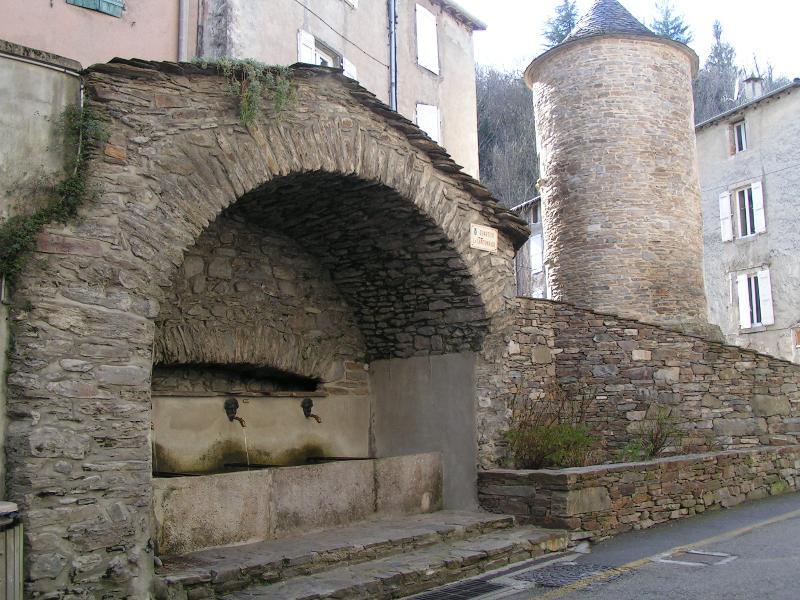 La fontaine du Griffon (XVIII°) à l'entrée de Saint André de Valborgne