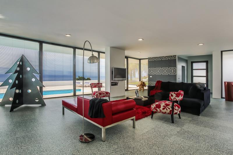 Living Room / Sea View