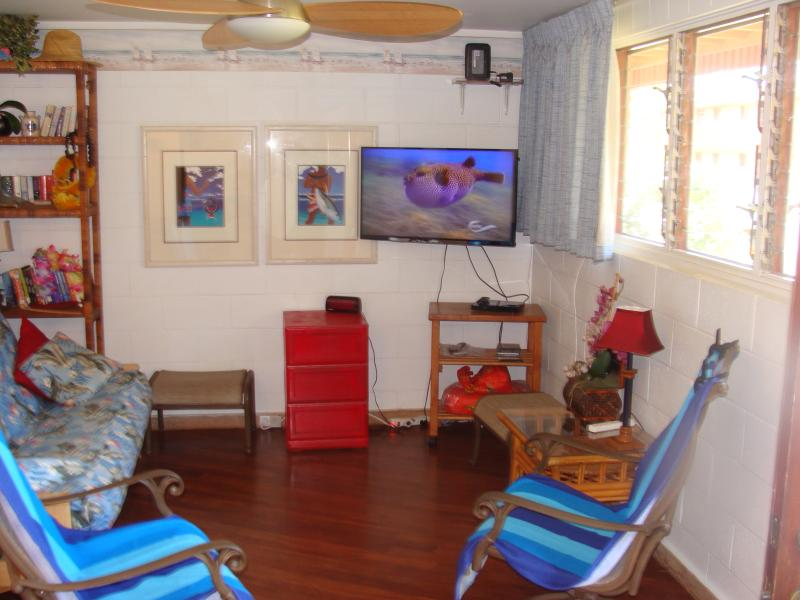 Living Room with 42' Flat Screen TV & DVD