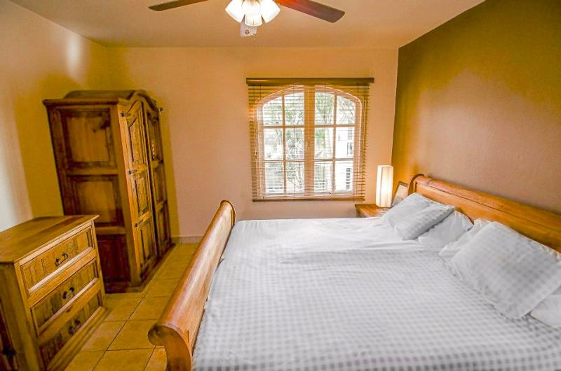 Master bedroom with a King Size Bed and very comfy mattress