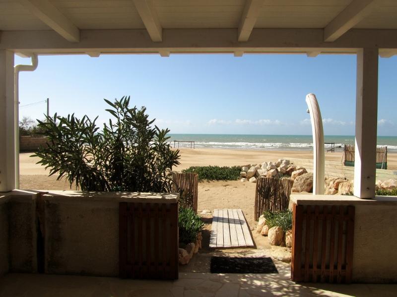 accesso diretto sulla spiaggia dalla veranda