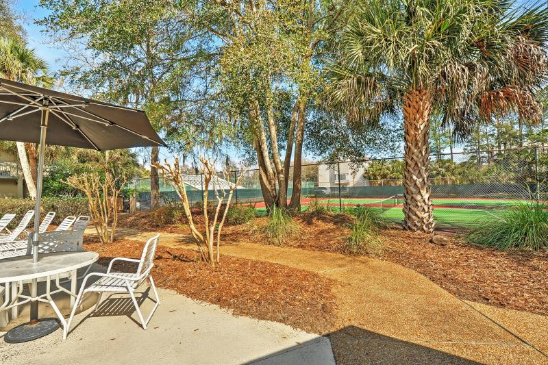 Come see what this Hilton Head Island vacation rental condo has in store for you.