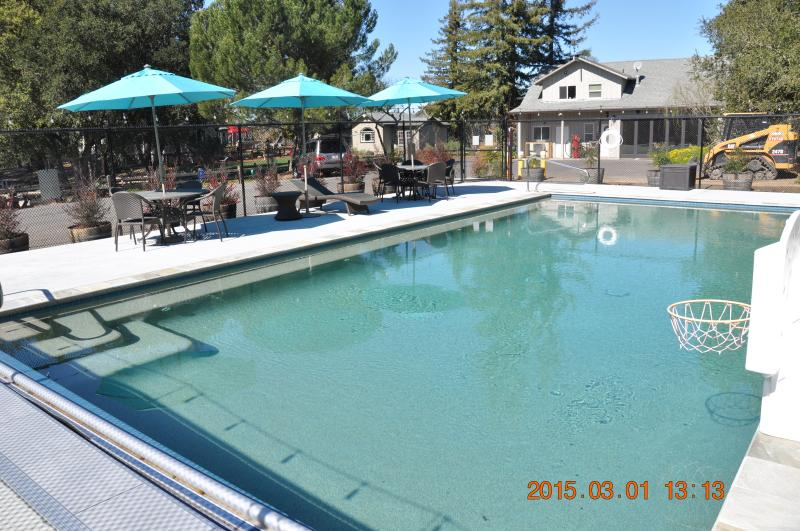 In Ground Solar heated pool 5/1-10/31