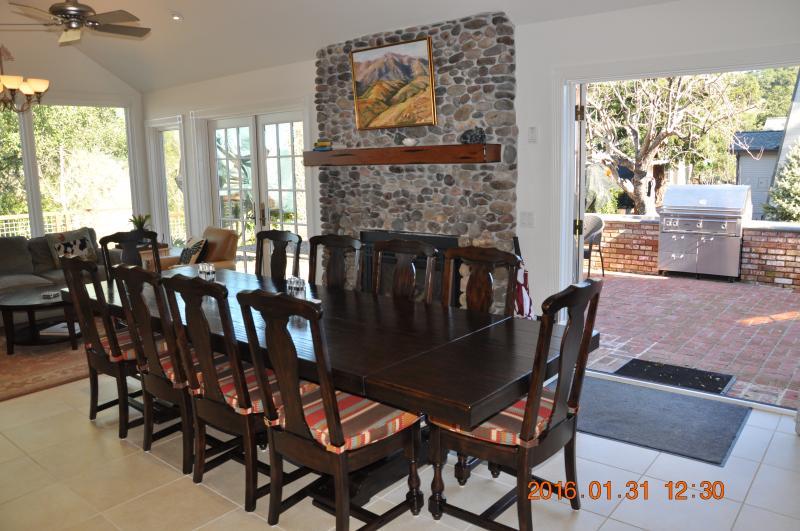 Formal dining/family room