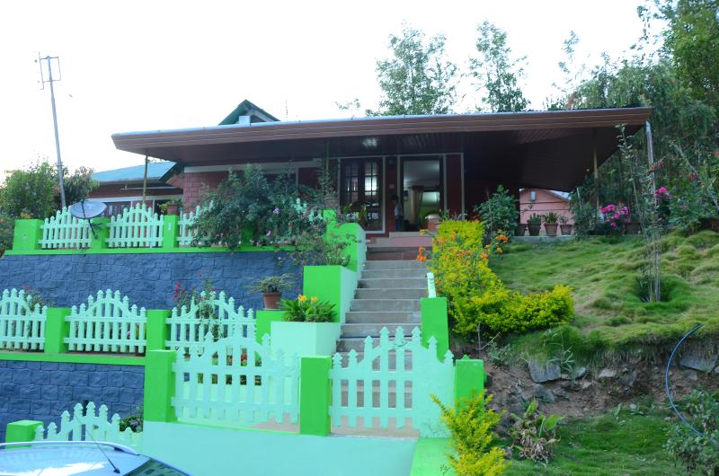 Familycare Homestay - A Travellers Paradise