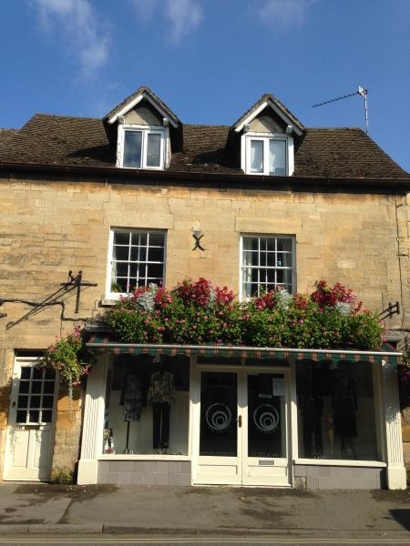 The Loft, a home from home apartment in the centre of a charming Cotswold town, vacation rental in Toddington