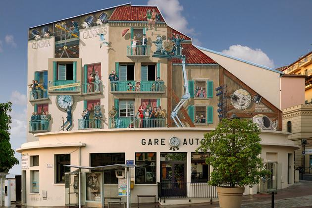 The balcony is facing the famous Murals near the bus stop and the Old Port of Cannes to the left