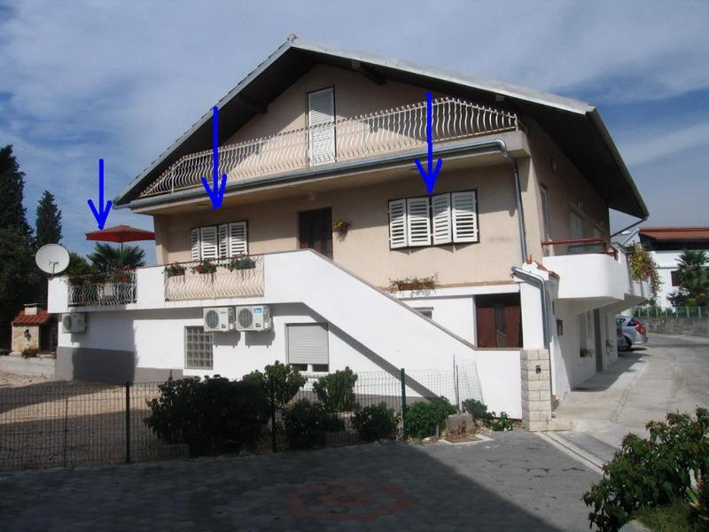 House, and apartment on the first floor