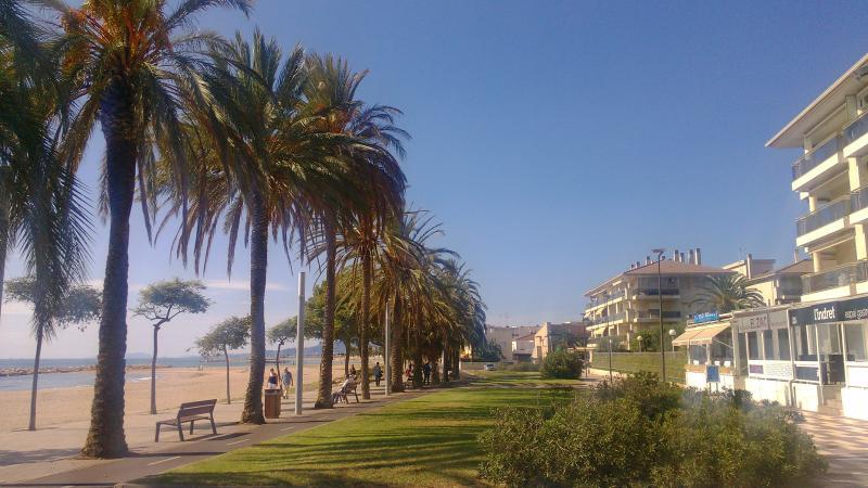 Urbanización frente al mar y Paseo