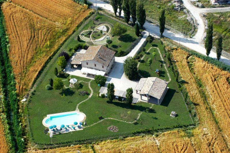 Appartamento con WI-FI e piscina, holiday rental in Madonna della Pia